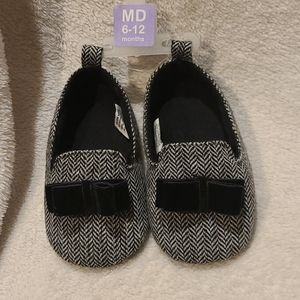 NWOT Black and white 6-12 months booties w/ bow